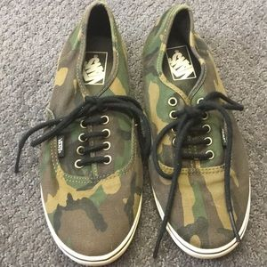 Men's CAMO VANS shoes  size 7.5
